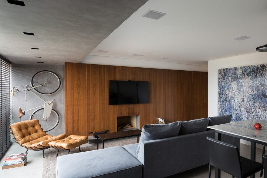 Practical and Elegant Apartment with Multifunctional Living