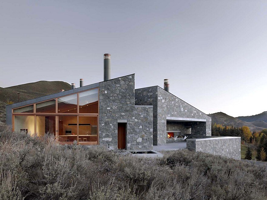 Sun Valley House with Exposed Granite and Tough Geometry Form 2