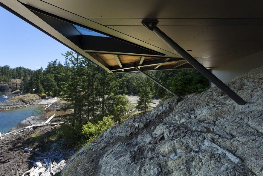 Tula House is Perched 44 Feet Above the Pacific Ocean on a Remote Island 16