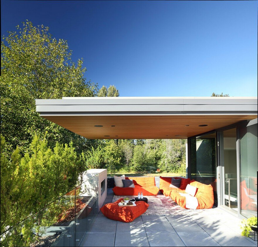 Vancouver House with Ample Garden and Courtyard Spaces 14