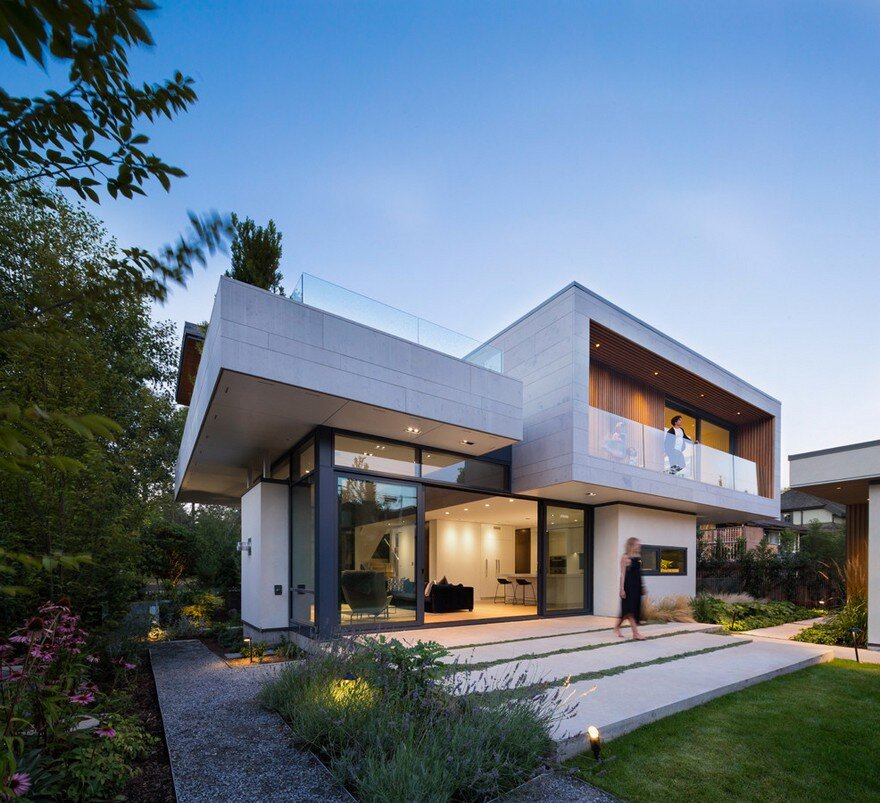 Vancouver House with Ample Garden and Courtyard Spaces15