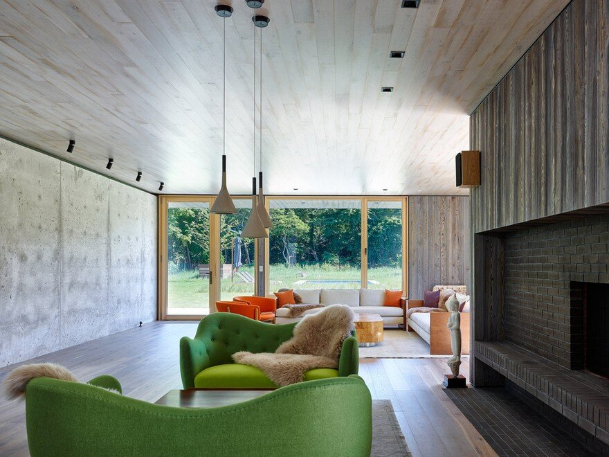 Amagansett House is a Maintenance-Free Home Consists of Two Barn-Like Volumes 2
