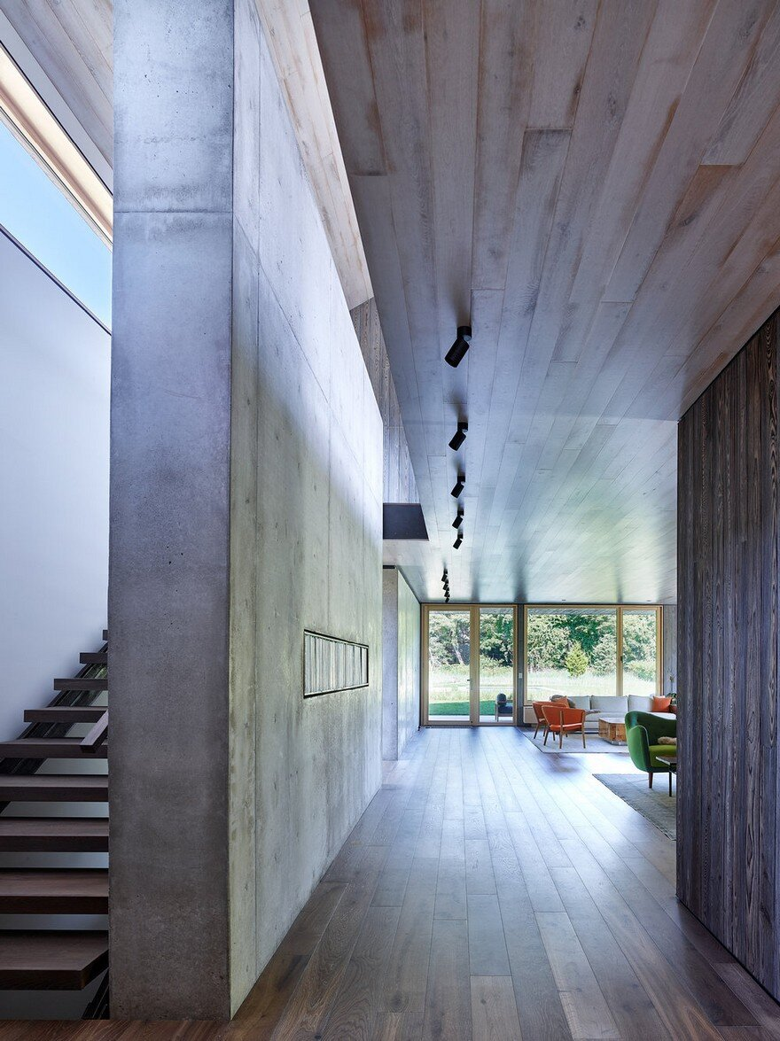 Amagansett House is a Maintenance-Free Home Consists of Two Barn-Like Volumes 4