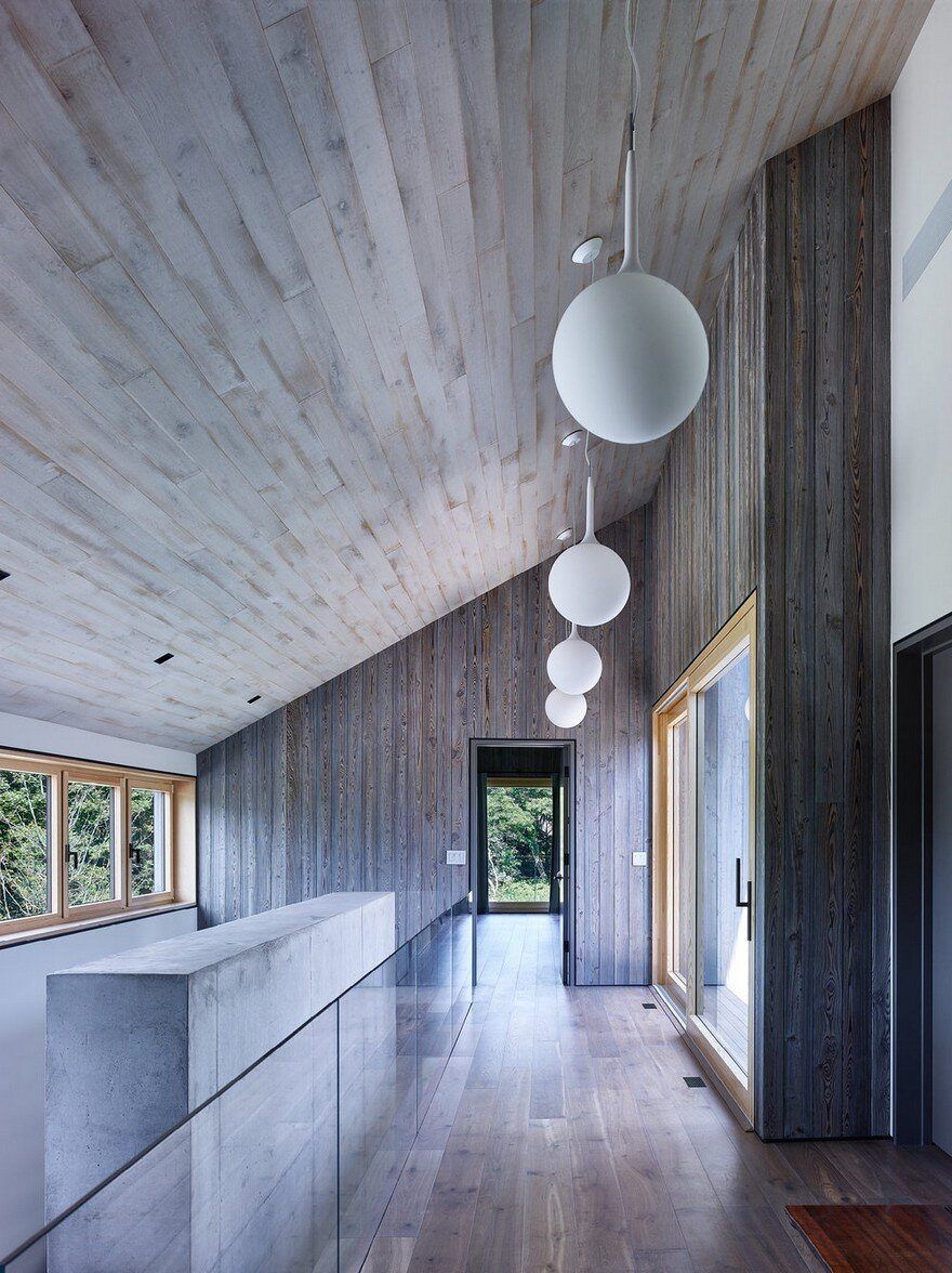 Amagansett House is a Maintenance-Free Home Consists of Two Barn-Like Volumes 5