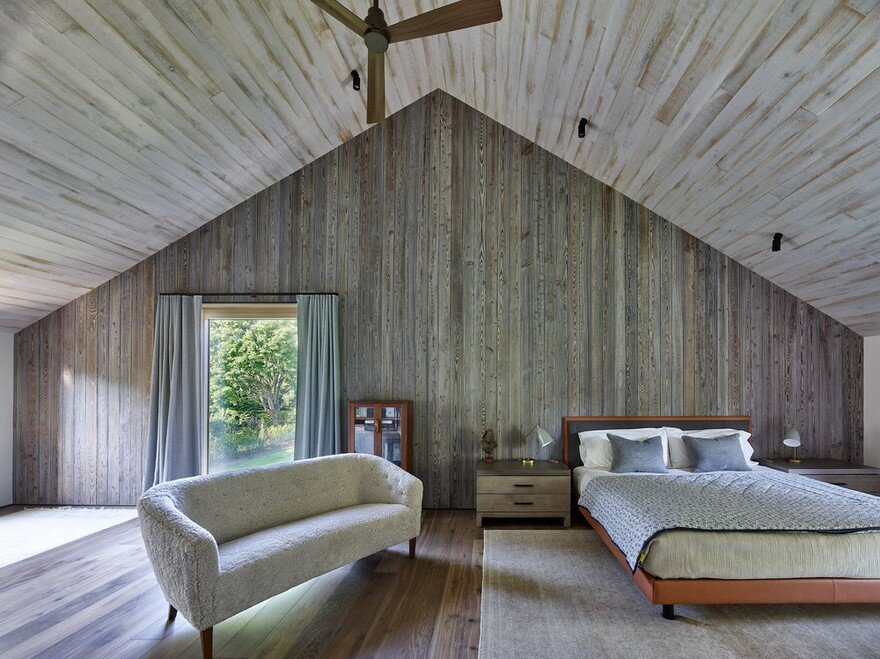 Amagansett House is a Maintenance-Free Home Consists of Two Barn-Like Volumes 6