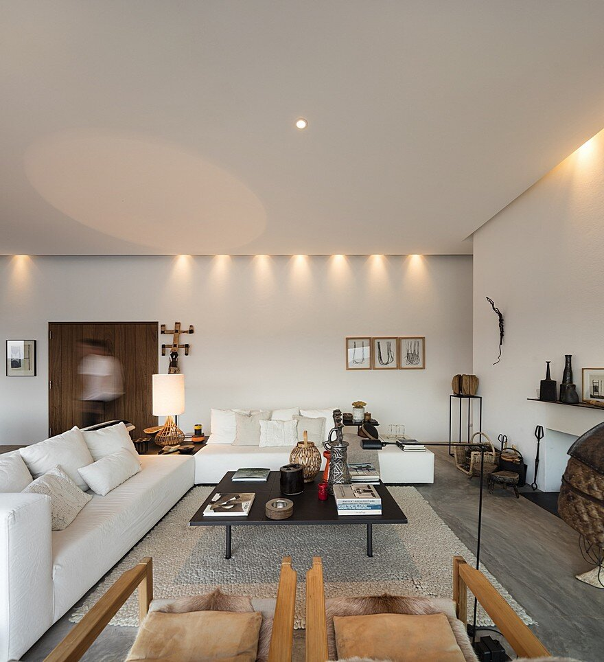 Grandola House Located in a Vast and Arid Landscape of Portugal 6