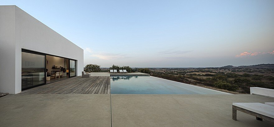 Grandola House Located in a Vast and Arid Landscape of Portugal 15