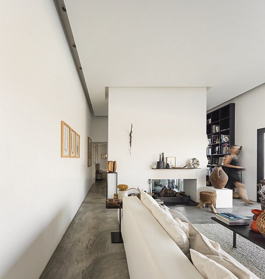 Grandola House Located in a Vast and Arid Landscape of Portugal 12