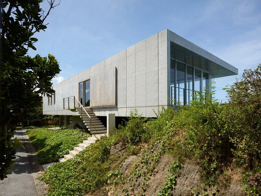 This House Provides a Meditative Retreat with Expansive Views of the East China Sea 1