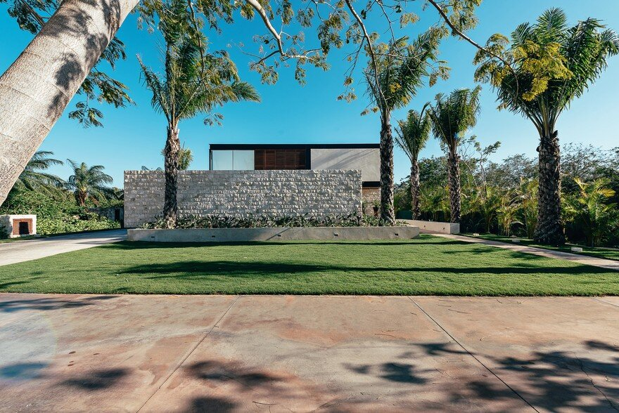 Merida House Provides an Intimate Place for a Family of Five