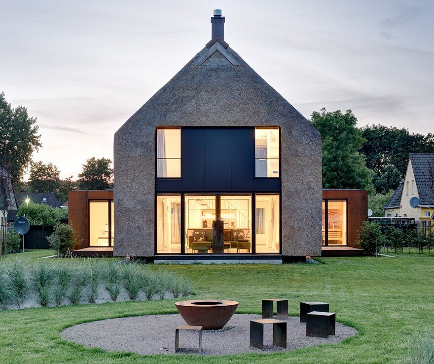 Thatched Roofs is a Sustainable Eco Friendly Building Solution: Seestück Prerow House