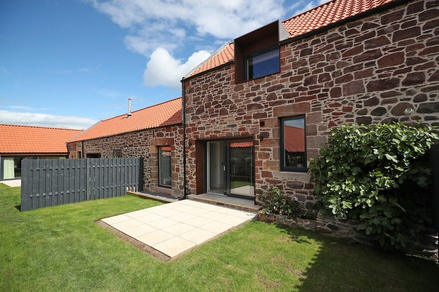 Williamstone Farm Steadings in North Berwick, Scotland / Studio LBA