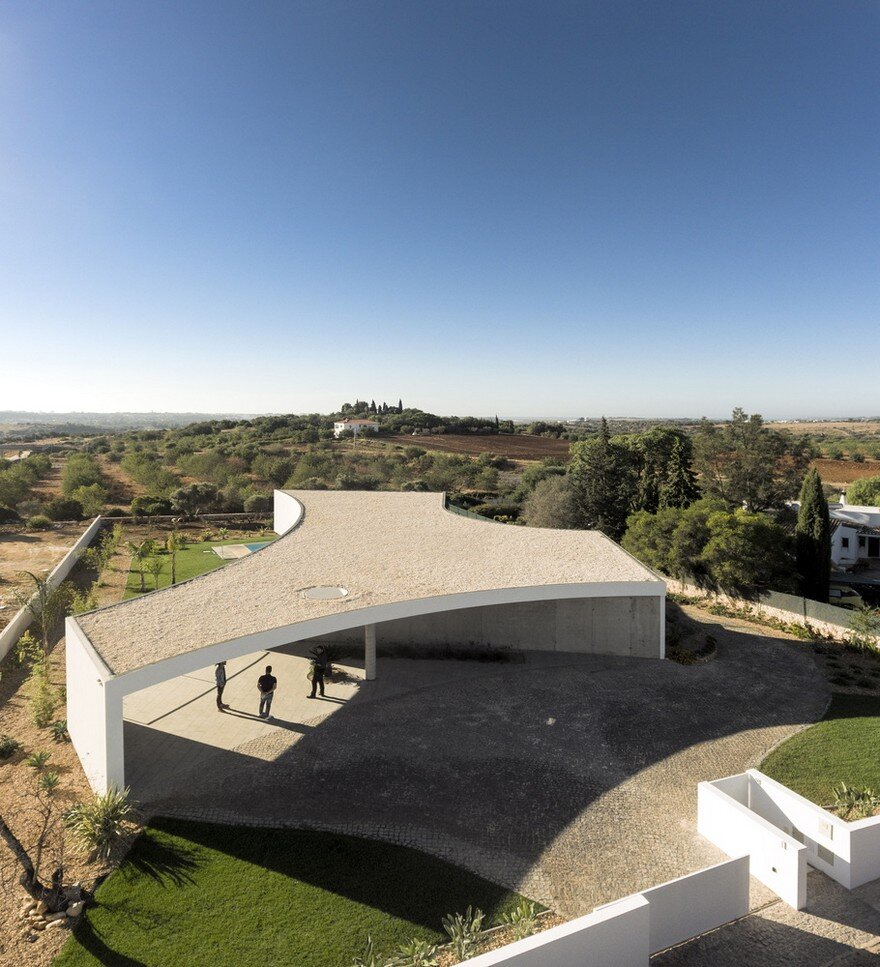 Beautiful Portuguese House Balances Indoor and Outdoor Spaces 19