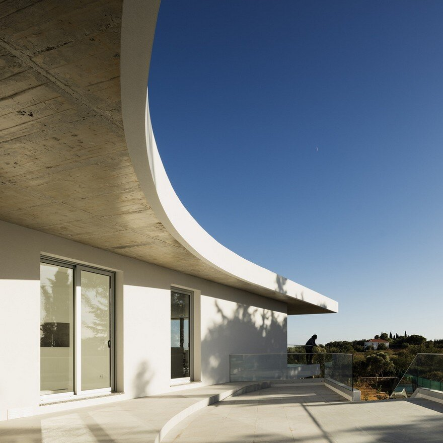 Beautiful Portuguese House Balances Indoor and Outdoor Spaces 14