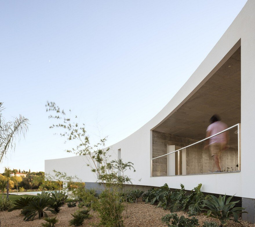 Beautiful Portuguese House Balances Indoor and Outdoor Spaces 15