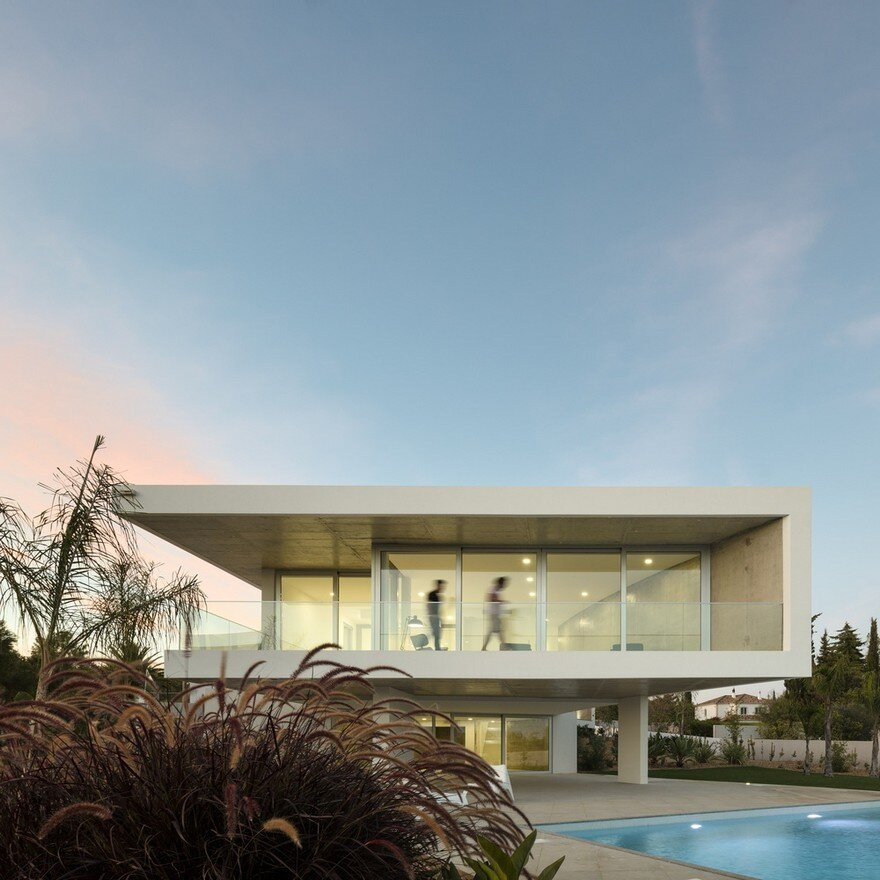 Beautiful Portuguese House Balances Indoor and Outdoor Spaces 16