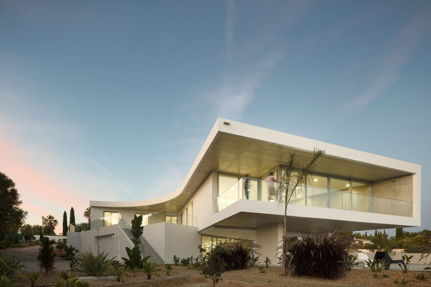 Beautiful Portuguese House Balances Indoor and Outdoor Spaces 18