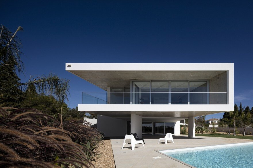 Beautiful Portuguese House Balances Indoor and Outdoor Spaces 3
