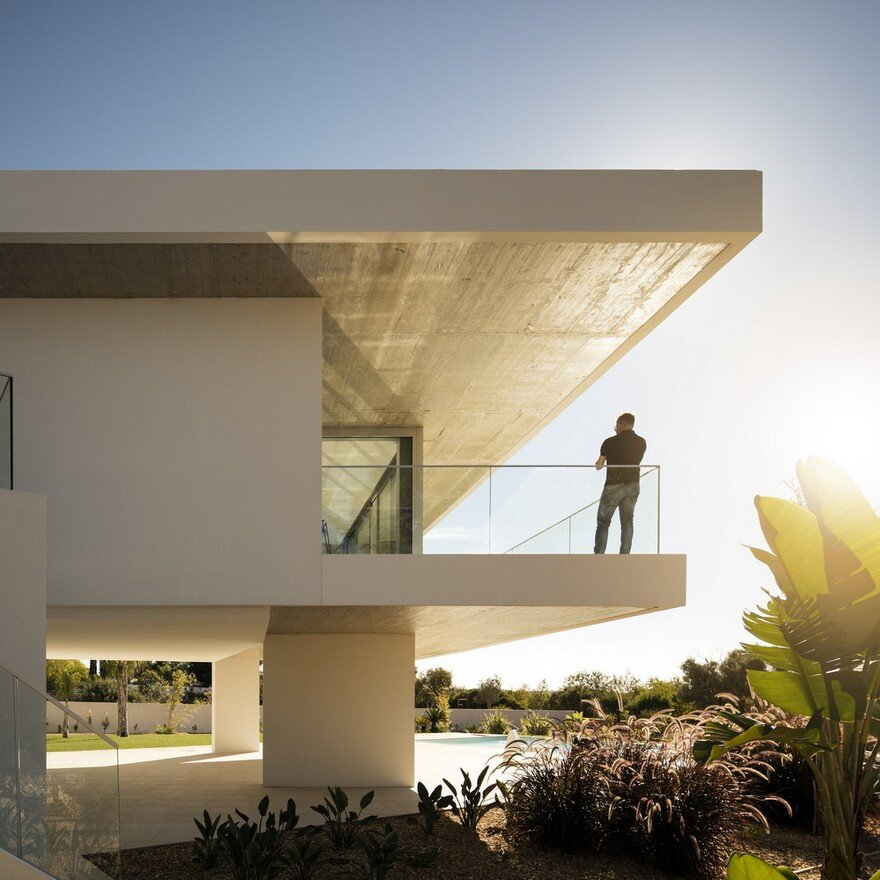 Beautiful Portuguese House Balances Indoor and Outdoor Spaces 13