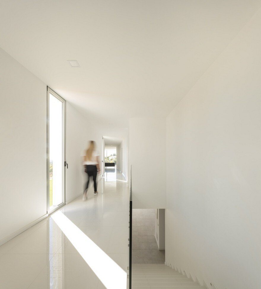 Beautiful Portuguese House Balances Indoor and Outdoor Spaces 8