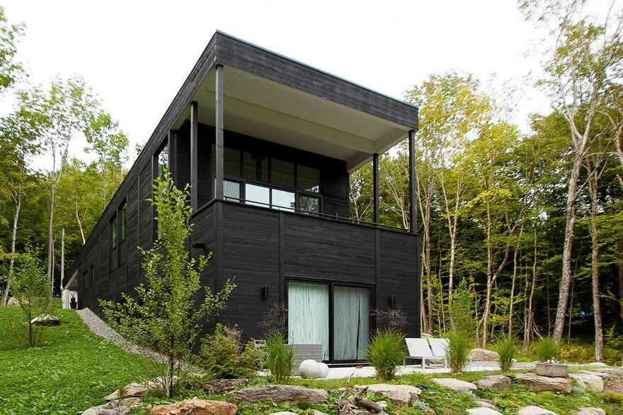 Cedar Cottage for Ski Weekends / Paul Bernier Architecte