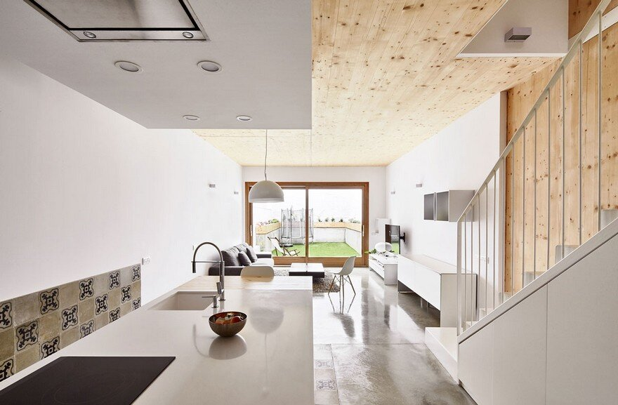 Energy-Efficient Home Built Between Two Dividing Walls in Terrassa, Barcelona 4