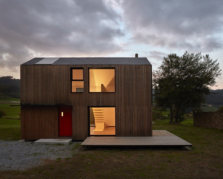 Modern Modular House Assembled in a Factory and Installed in Asturias, Spain