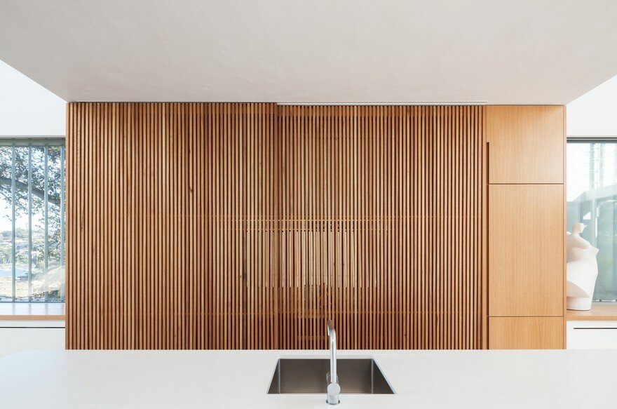 Narrow Beach House in Sydney by Marston Architects 5