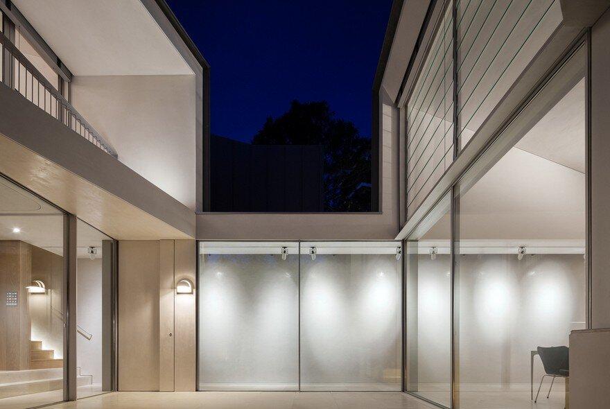 Narrow Beach House in Sydney by Marston Architects 11