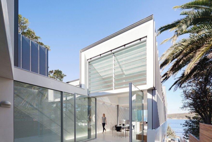 Narrow Beach House in Sydney by Marston Architects 2