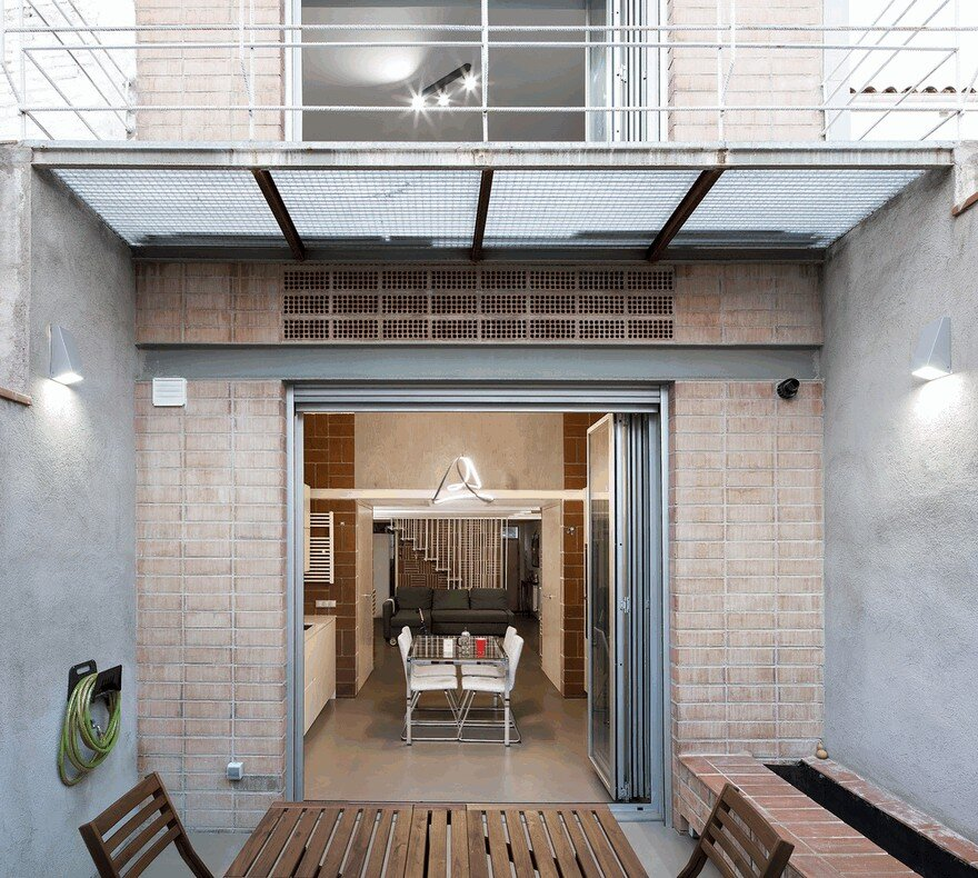 Blacksmith Workshop Turned into a Family Home in Badalona, Spain 7