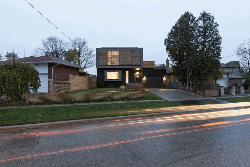 Flipped House by Atelier RZLBD