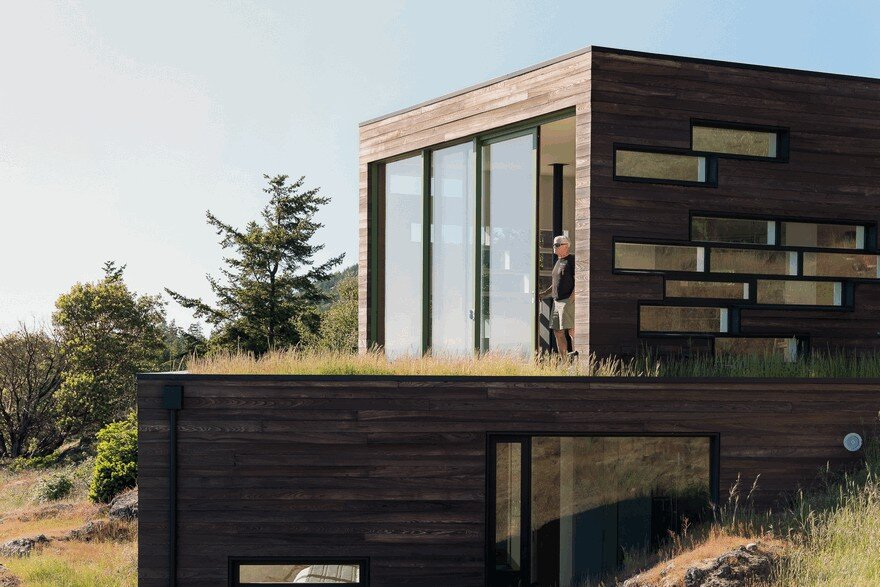 Four Stacked Boxes Defining Modern Family House in San Juan Island 15