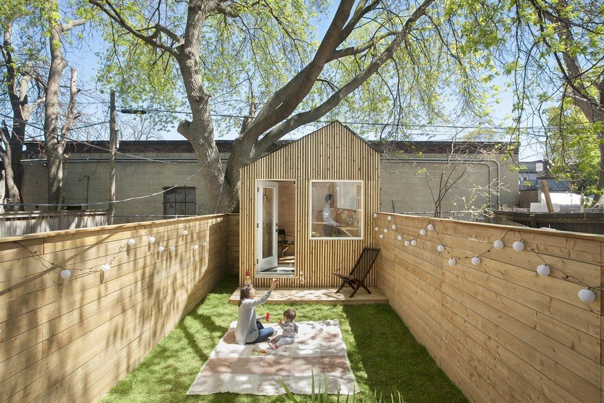 Garden Studio Nestled in the Backyard of a Toronto Home 8
