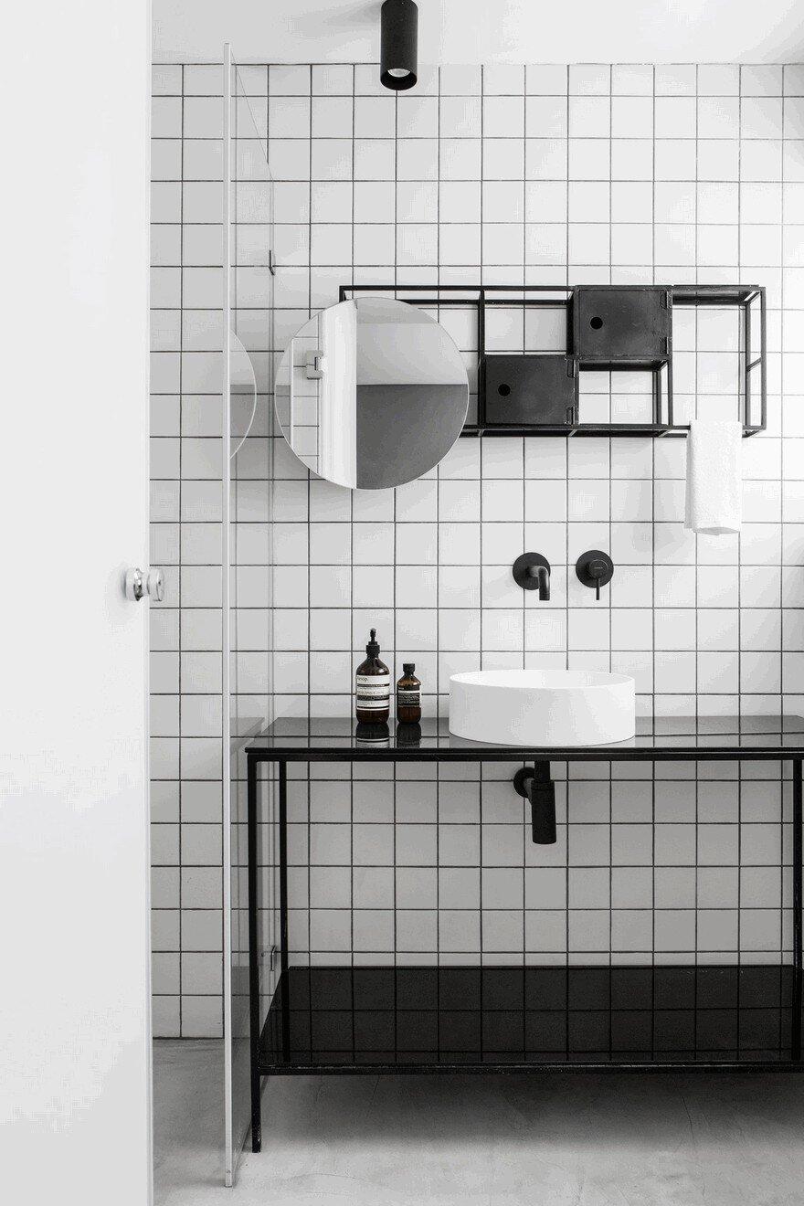 Minimalist Interior Showcased by Black & White Apartment in Tel Aviv 13