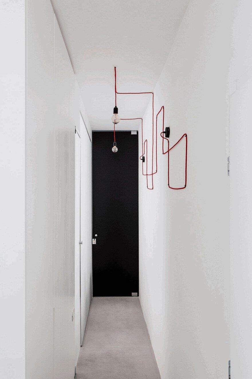 Minimalist Interior Showcased by Black & White Apartment in Tel Aviv 17