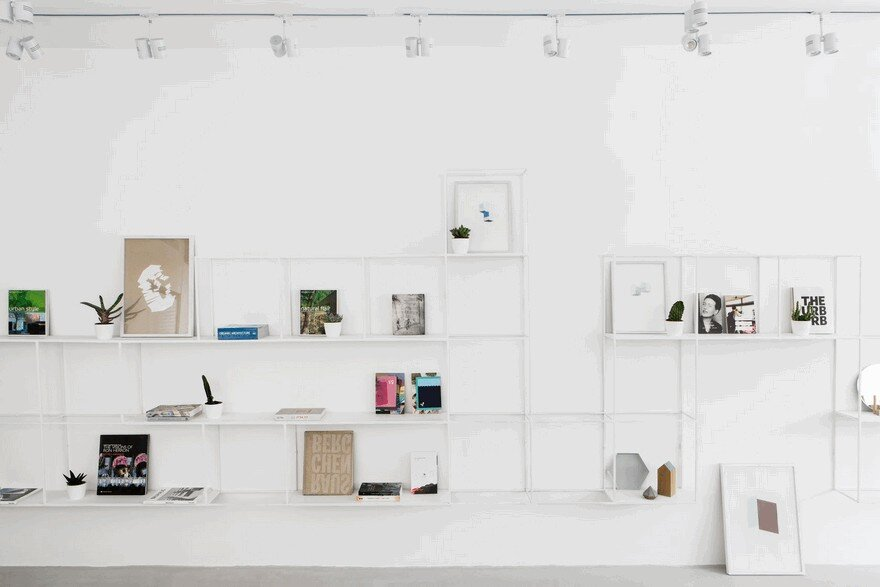 Minimalist Interior Showcased by Black & White Apartment in Tel Aviv 2