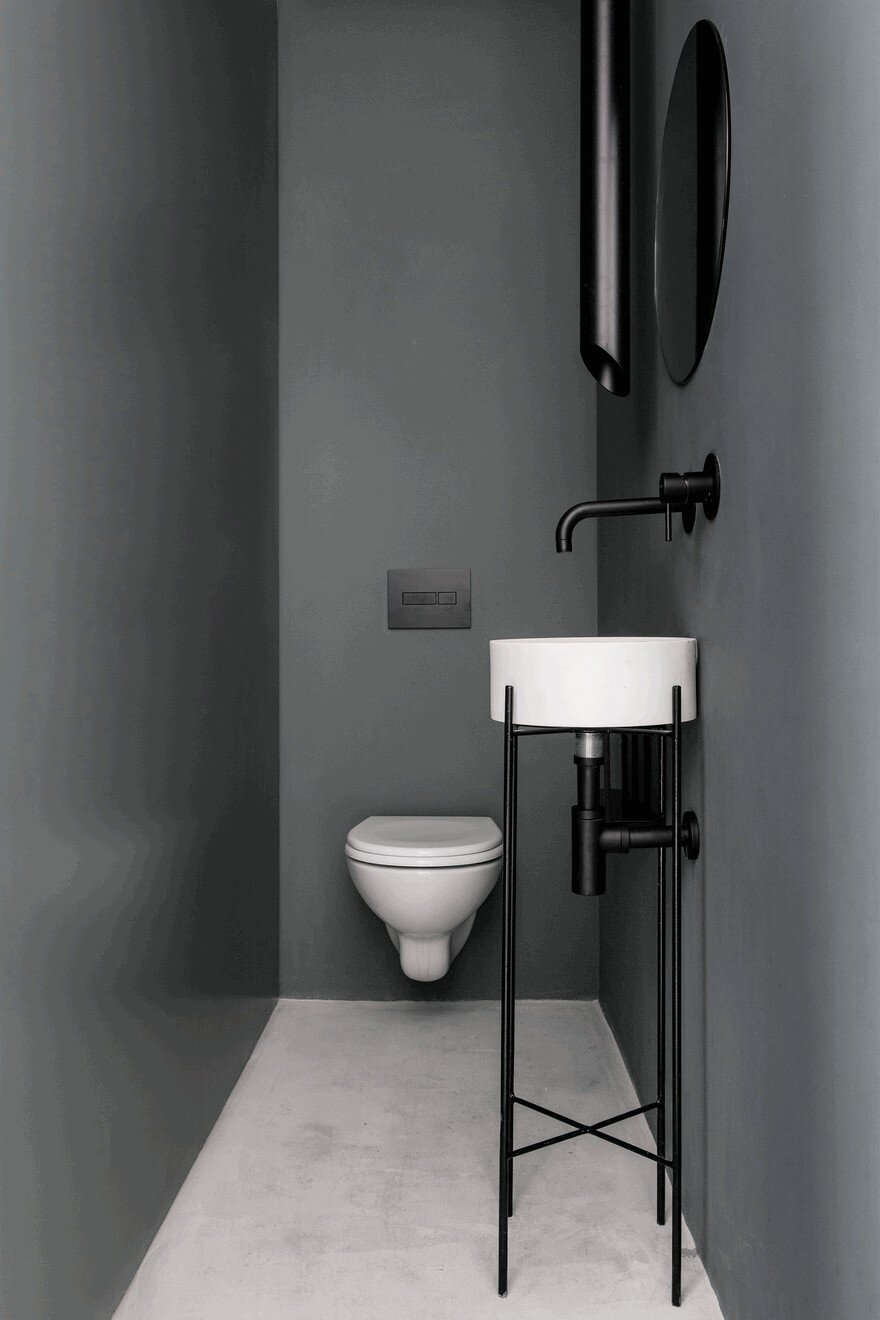 Minimalist Interior Showcased by Black & White Apartment in Tel Aviv 15