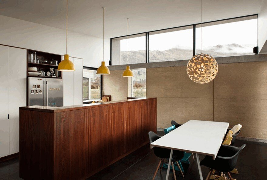 Rammed Earth House Connected to the Mountainous Landscape of Cardrona Valley 8