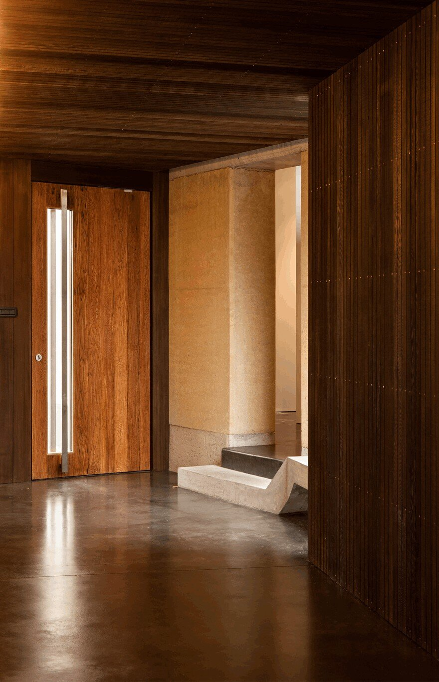 Rammed Earth House Connected to the Mountainous Landscape of Cardrona Valley 6