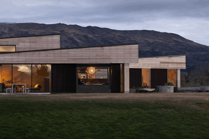 Rammed Earth House Connected to the Mountainous Landscape of Cardrona Valley 16