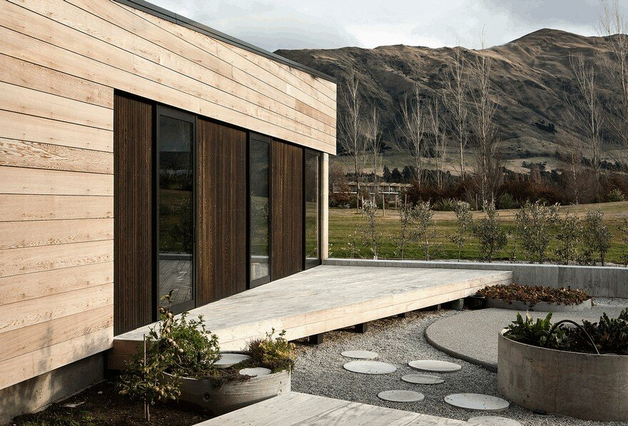 Rammed Earth House Connected to the Mountainous Landscape of Cardrona Valley 5