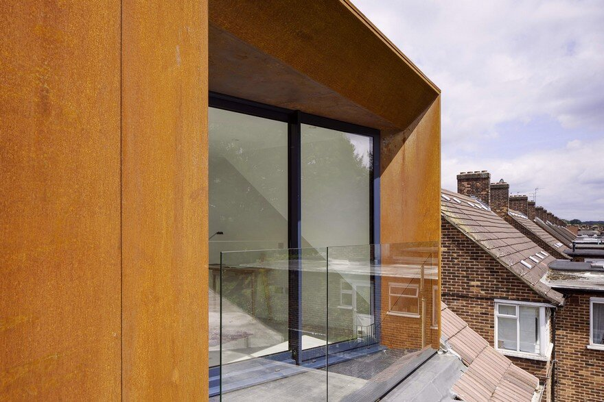 Striking Rooftop Addition to a Top Floor Flat in North East London 1