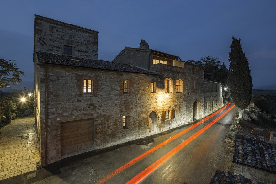Antique Tuscan Farmhouse Renovated by Ciclostile Architettura