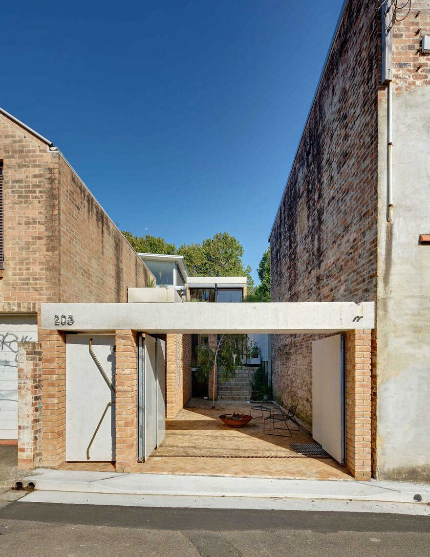 Weatherboard Cottage Extended by Welsh + Major Architects