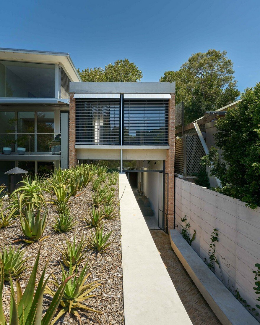 Weatherboard Cottage Extended by Welsh + Major Architects 13