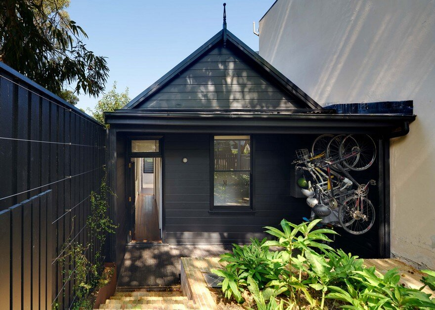 Weatherboard Cottage Extended by Welsh + Major Architects 14