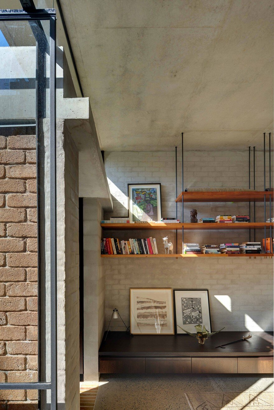 Weatherboard Cottage Extended by Welsh + Major Architects 12
