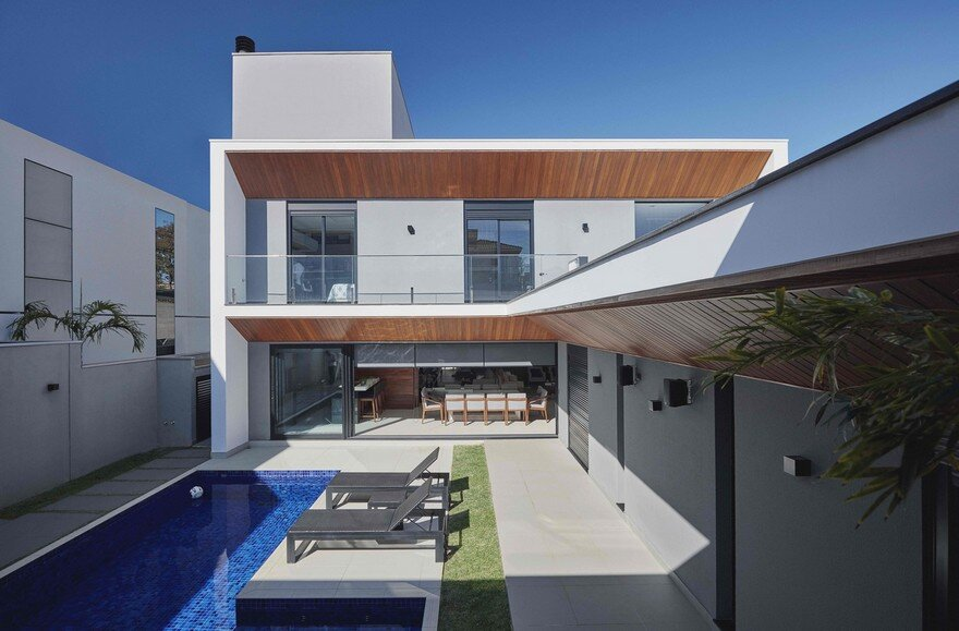 An imposing Example of Modern Brazilian Architecture Cumaru House 2