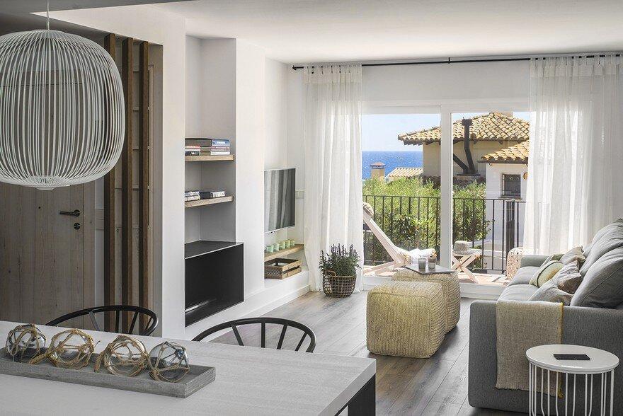 Calella de Palafrugell Apartment / Susanna Cots Interior Design